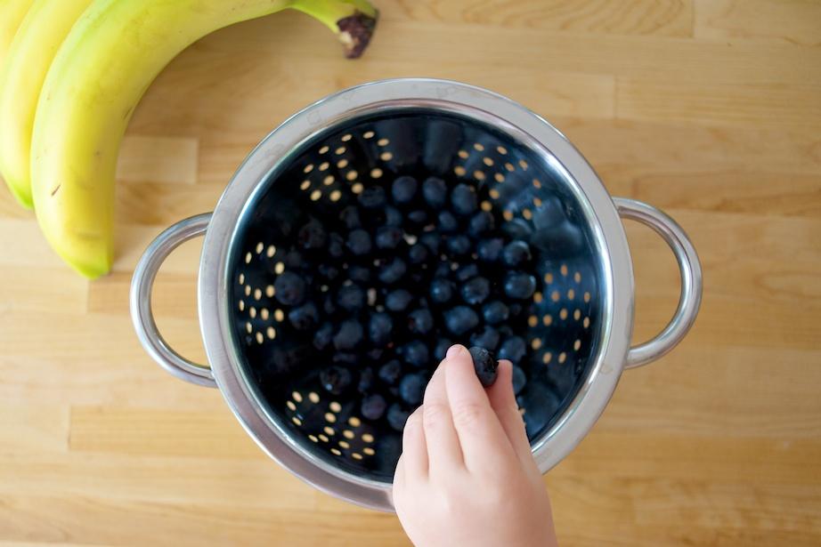 bananen pannekoekjes met blauwe bessen by zoutepopcorn